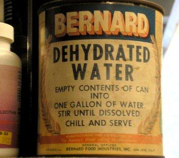 lata agua desidratada